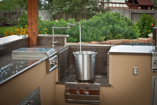 Outdoor kitchen and patio cover in katy tx traditional for Outdoor kitchen designs houston texas