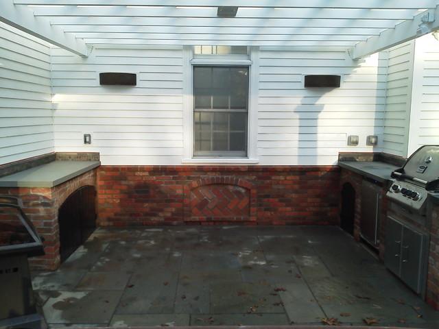 Outdoor Kitchen & Pergola traditional-patio