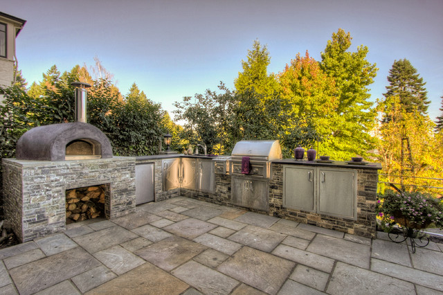 Outdoor kitchen pizza oven mediterranean patio for Outdoor kitchen ideas houzz