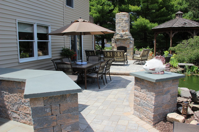 Outdoor Kitchen Area traditional-patio