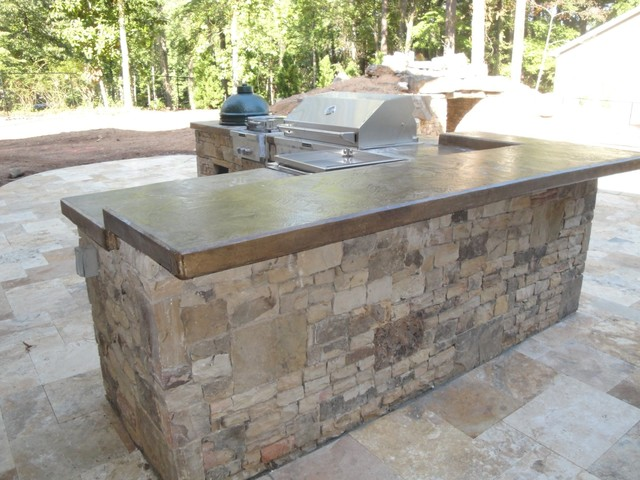 Outdoor kitchen bar and grill traditional patio for Traditional outdoor kitchen designs