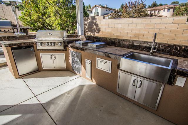 Outdoor kitchen bbq sink and refrigerator traditional for Outdoor kitchen with sink and fridge