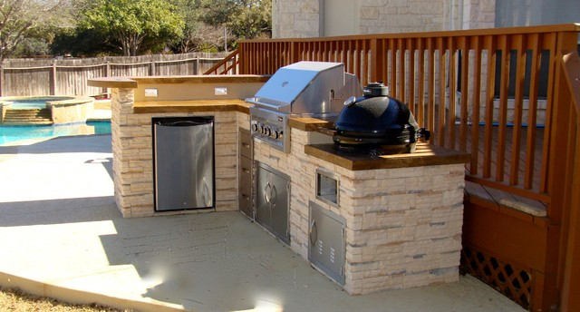 Lovely Outdoor Kitchen By FLO Grills Round Rock, Texas Traditional Patio