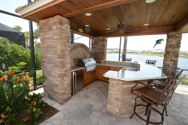 Outdoor Kitchen Cabinets Traditional Patio