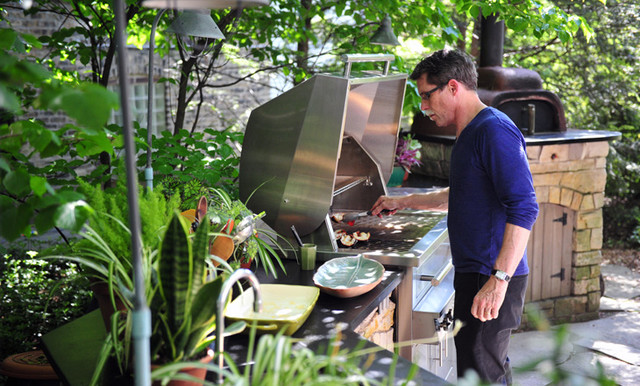 Outdoor Kitchen - Chicago: Chef Rick Bayless contemporary-patio