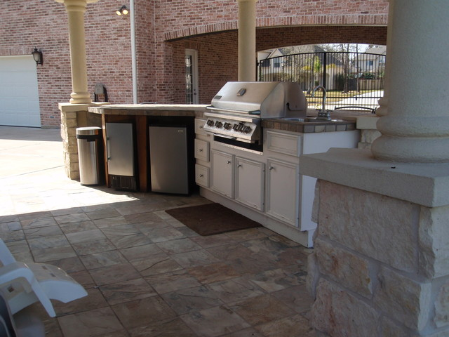 Outdoor kitchen traditional-patio
