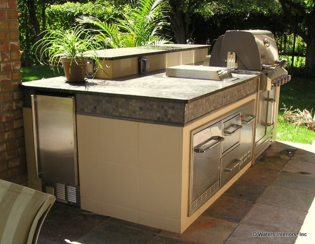 Outdoor Kitchen transitional-patio