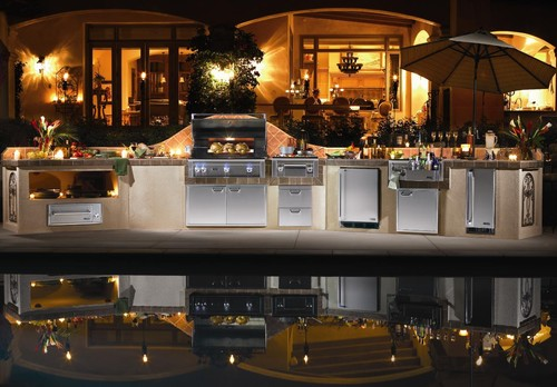 Outdoor Kitchen featuring Lynx Professional Grills