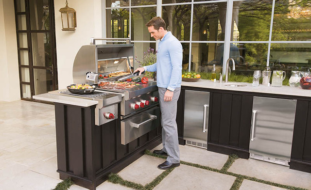 Outdoor Kitchen Featuring Wolf & Sub-Zero Outdoor Products contemporary-patio