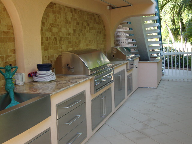 Outdoor kitchen grill traditional patio miami by for Outdoor kitchen ideas houzz