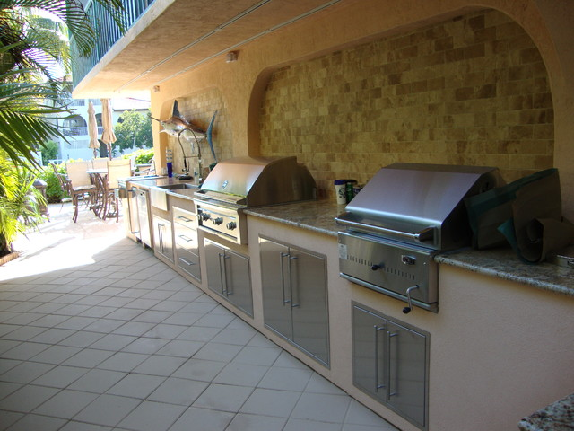 Outdoor kitchen grill tropical patio miami by for Outdoor kitchen ideas houzz