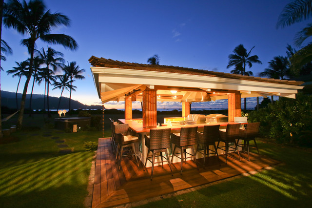 Outdoor Kitchen - Hawaii beach-style-patio