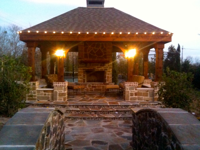 OUTDOOR KITCHEN  LIVING SPACE contemporary-patio