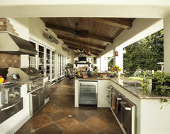 Outdoor Kitchen/Loggia mediterranean-patio
