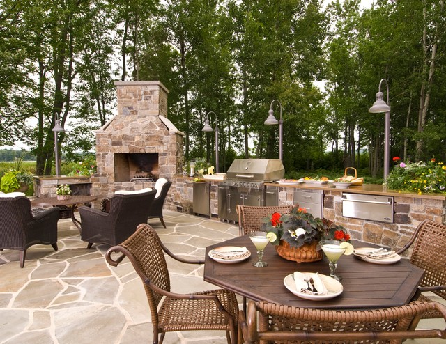 Outdoor kitchen northern michigan traditional patio for Outdoor kitchen ideas houzz