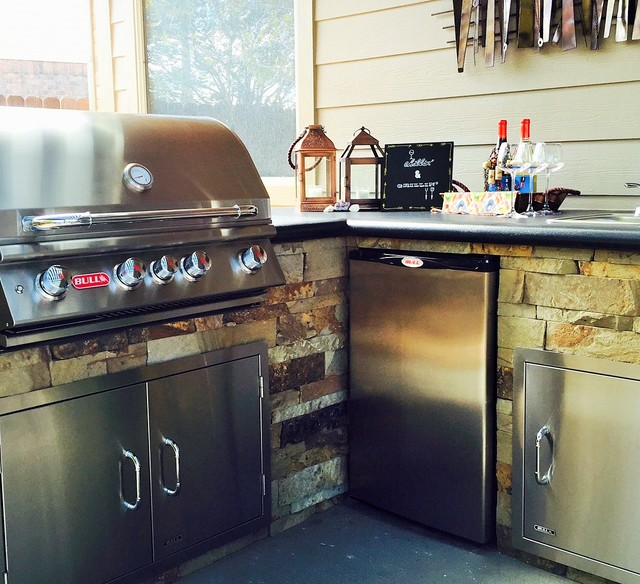 Outdoor kitchen transitional houston by russell for Outdoor kitchen designs houston