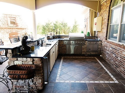 Outdoor kitchen traditional patio
