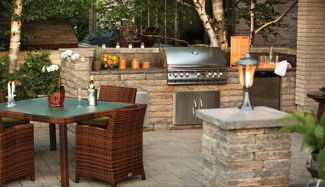Outdoor kitchen with techo block pillar traditional for Block outdoor kitchen