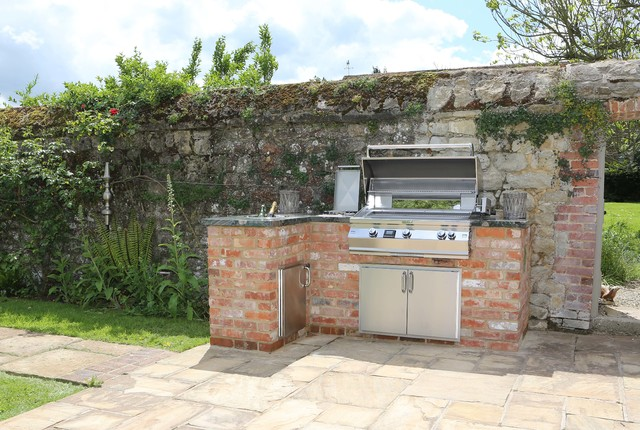 Outdoor Kitchens And BBQ Areas Traditional Patio South East By Design
