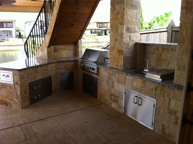 Outdoor Kitchens and Fireplaces contemporary-patio