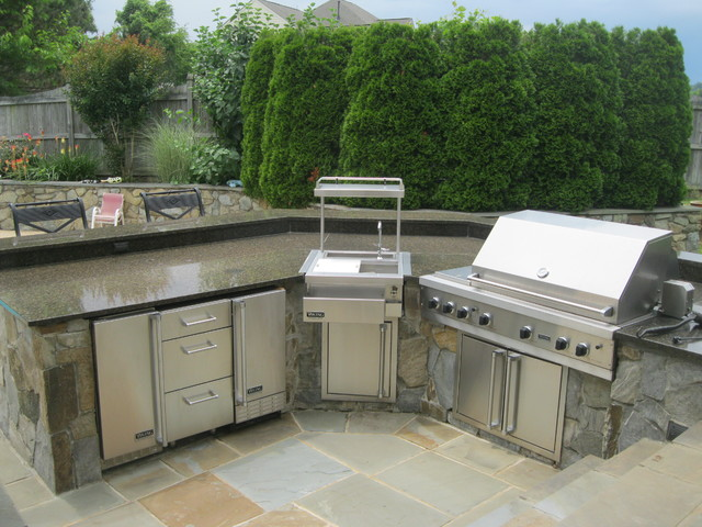 Outdoor kitchens built in grills traditional patio for Traditional outdoor kitchen designs