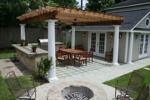 Merveilleux Example Of A Classic Backyard Patio Design In Houston With A Fire Pit And A  Pergola