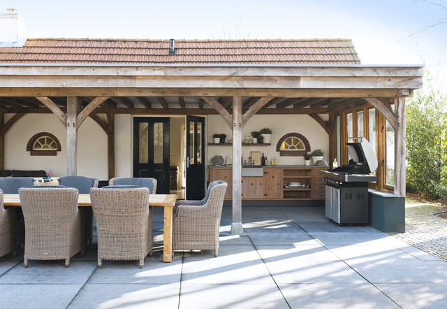 Outdoor living and kitchen contemporary-patio