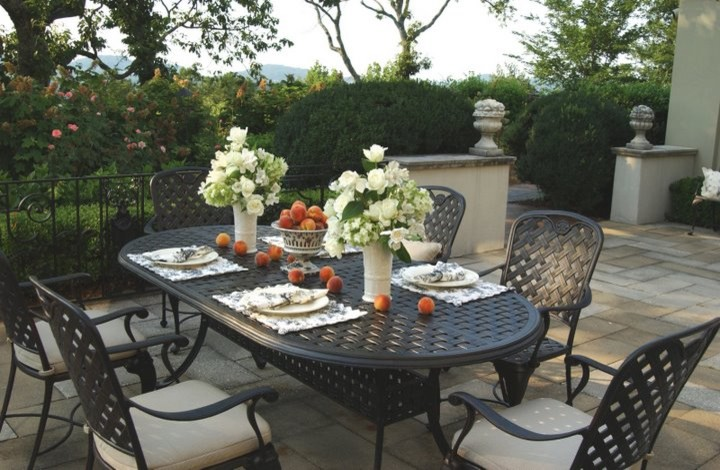 Example of a classic patio design in Boston