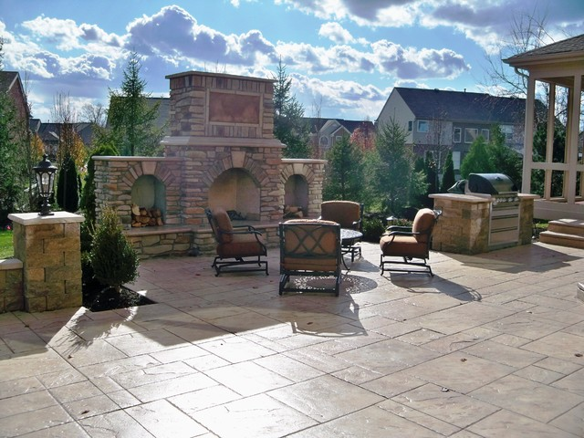 Outdoor living traditional patio cincinnati by for Tradition outdoor living