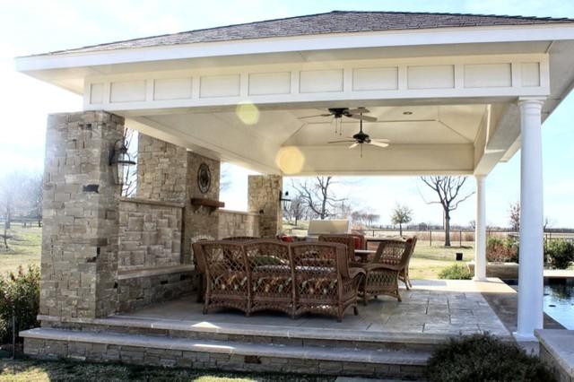 Outdoor LIving Room Argyle, Texas traditional-patio