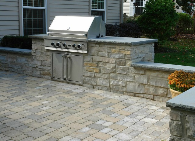 Outdoor patio built in grill seatwalls water feature for Built in barbecue grill ideas