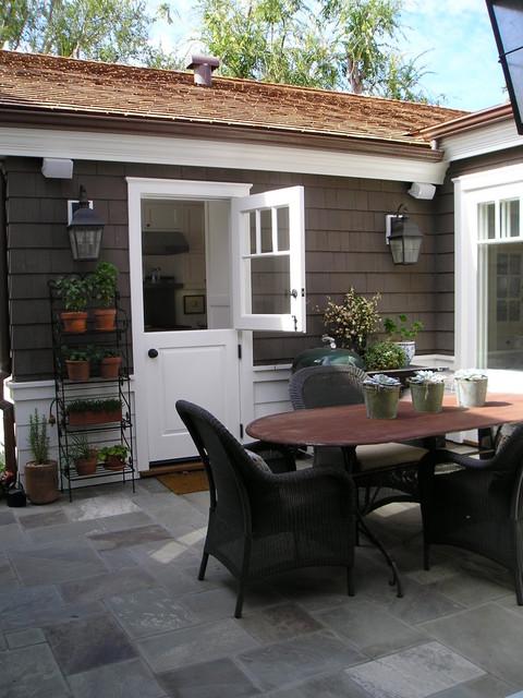 outdoor patio/dining traditional-patio