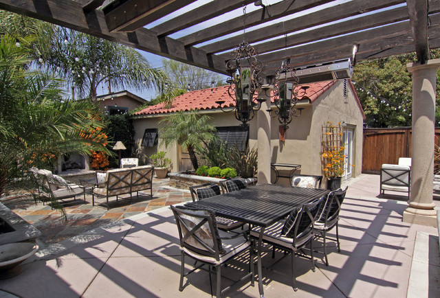 contemporary patio by Shelley Gardea