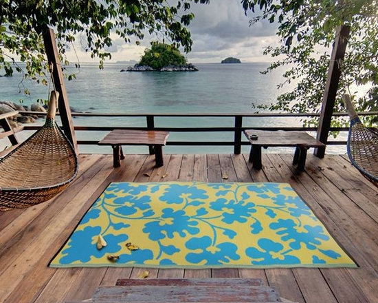 Outdoor Plastic Rugs - Add a splash of color to your patio or inside your home with this beautifully reversible woven area rug made of recycled polypropylene straws.