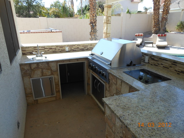 Outdoor poolside bar bbq for Outdoor kitchen ideas houzz