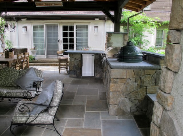 OUTDOOR ROOM IN SHAKER Traditional Patio Cleveland