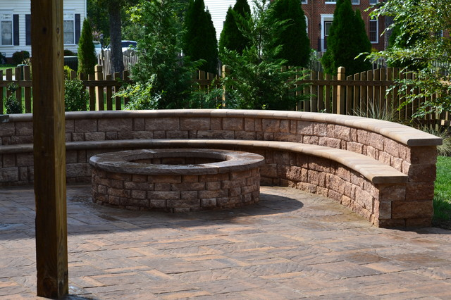 Outdoor room with kitchen and fire pit traditional-patio