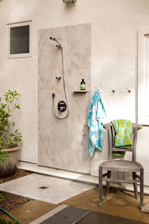 5 outdoor shower ideas for your ultimate backyard oasis. Black Bedroom Furniture Sets. Home Design Ideas