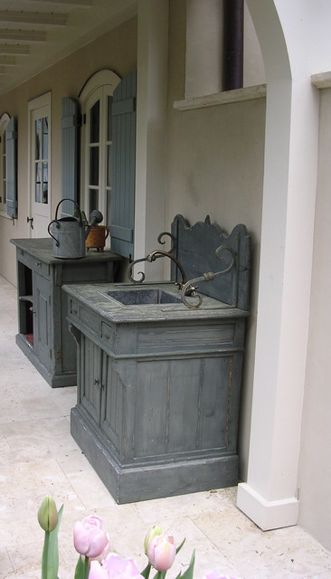 Outdoor sink traditional-patio