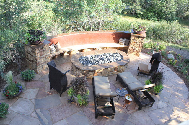 Oval Firepit With Bench Seating And Flagstone Pato