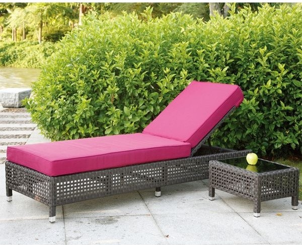 Pacific Outdoor Wicker Chaise Lounge