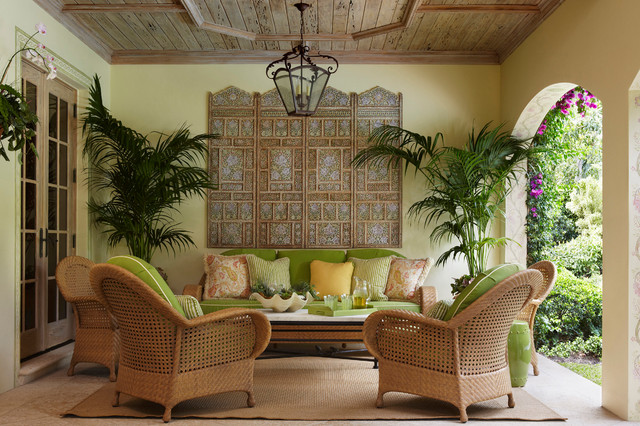 Palm Beach Loggia resort-courtyard