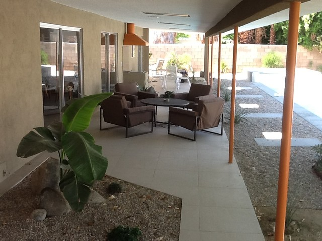Palm Springs Entertainment Hideaway midcentury-patio
