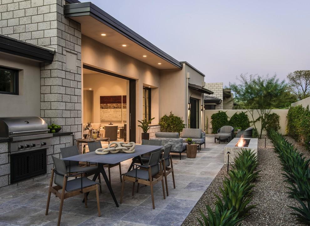 Ispirazione per un grande patio o portico design dietro casa con un focolare, pavimentazioni in pietra naturale e nessuna copertura