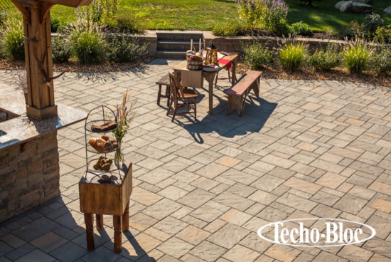 Patio - Blu60 slab by Techo-Bloc traditional-patio