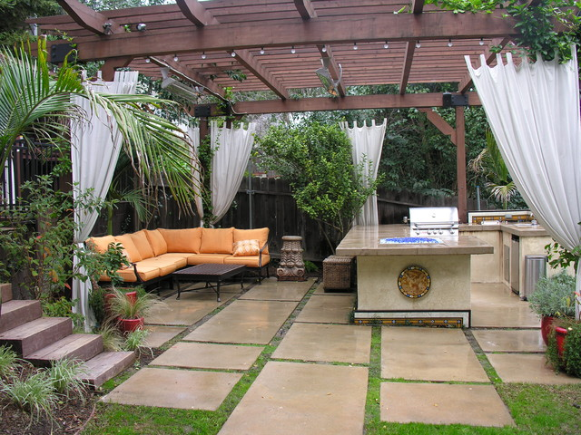 Inspiration For A Contemporary Patio Remodel In Los Angeles