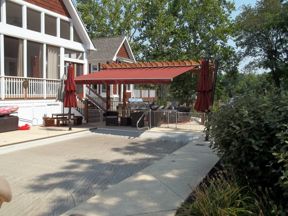 PATIO RETRACTABLE AWNINGS - Traditional - Patio ...