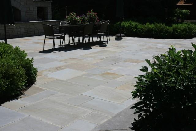 Patio's traditional-patio