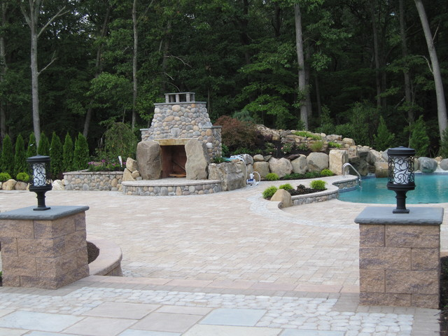 pavers traditional-patio