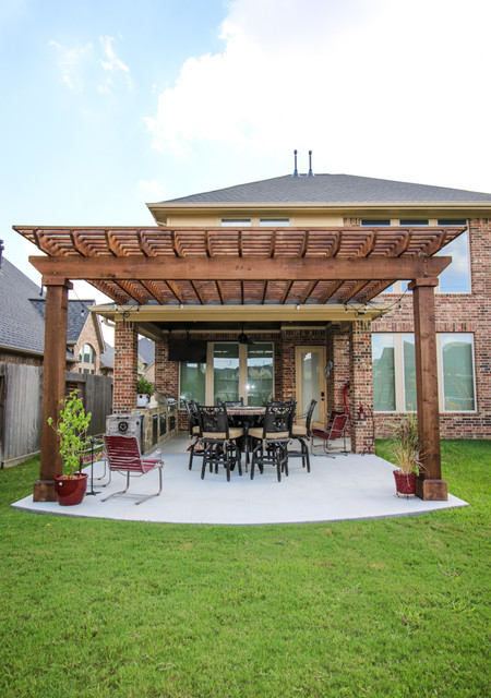 Pergola and outdoor kitchen fulshear tx traditional for Tradition outdoor living